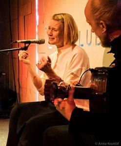 Päivi Lumiaro laulaa flamencoa